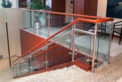 Cầu thang kính cường lực - sự lựa chọn tinh tế